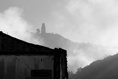 LOok into the Mist (wildfox76) Tags: light mist black fog nikon zoom withe matese d90 piedimonte