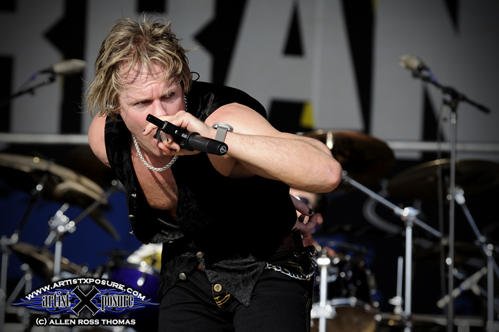 Robert Mason killing it on vocal duty with a revived Warrant at Rocklahoma 2009