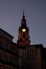 El Reloj de la Plaza de la Independencia (dar_417) Tags: city trip travel españa sun holidays ciudad pa viajes verano vacaciones vasco historia euskadi vitoria vitoriagasteiz paísvasco espa espaa monimento pasvasco