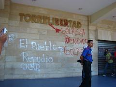 pintas en Torre Libertad por Protesta