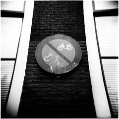 Parcheggio vietato (ale2000) Tags: street windows urban blackandwhite bw white black holland muro netherlands dutch amsterdam sign wall rollei mediumformat square blackwhite holga strada panel bricks nederland bn retro jungle netherland photowalk bici urbana urbano 100 urbanjungle vignetting bianco nero fietsen olanda biancoenero segnale bycicle bicicletta divieto proibito vietato pannello divietodisosta finetre giungla rolleiretro100 aledigangicom giunglaurbana verbodopparkeren mattonni