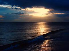 (.Andi.) Tags: sunset sea waves emotion horizon feeling tranquil