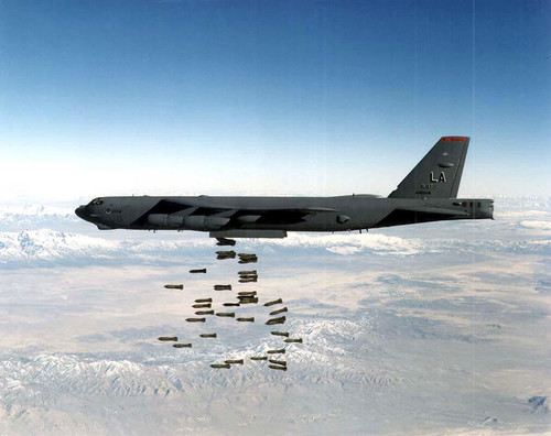 Airplane picture - B-52_15b dropping bombs