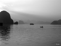 Intuition (lacquer) Tags: sunset boatman halongbay
