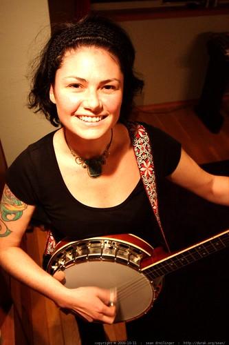 rachel playing her banjo - _MG_5968