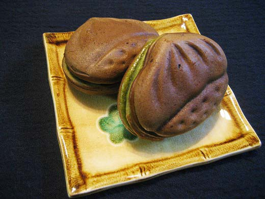Cya Kuri Manju (Green tea sweet chestnut Manju)