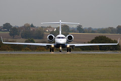 F-GVMV - 9202 - Private - Bombardier BD-700-1A10 Global Express XRS - Luton - 091029 - Steven Gray - IMG_3074