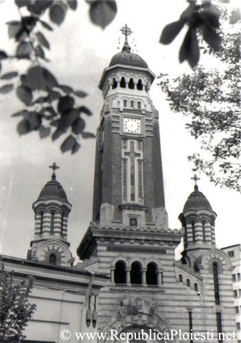 Catedrala si un colt dintr-o casa de pe Calea Campinii