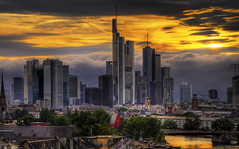 8:47 pm - Frankfurt am Main (Wolfgang Staudt) Tags: city windows sunset sky skyline clouds skyscraper germany evening nikon holidays europe sonnenuntergang hessen skyscrapers cloudy frankfurt zimmer tripod sigma couch bluehour aussicht hdr wolfgang hotelroom frankfurtammain bigcity sessel wolkenkratzer blauestunde stativ armchairs rivermain  hotelzimmer lindner  golddragon wolfgangstaudt staudt 66111 leinpfad touristphotographie  nikond300  grouptripod lindnerhotels lindnercityplaza