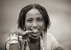 Miss Beride, Karrayyu tribe - Ethiopia (Eric Lafforgue) Tags: africa people blackandwhite girl smile face childhood smiling horizontal youth collier outside outdoors person necklace kid child noiretblanc portait joy tribal headshot jeunesse innocence ethiopia tribe hairstyle enfant fille sourire bonheur naivete personne humanbeing joie tete visage hapiness contemplation coiffure afrique headandshoulders tribu dehors hairdress eastafrica enfance 5550 abyssinia ethiopie sourir exterieur lookingatcamera traditionalclothes blackandwhitepicture abyssinie vueexterieure afriquedelest traditionalhairstyle etrehumain photoennoiretblanc regardantlobjectif karayu teteetepaules karrayyu coiffuretraditionelle tribudeskarrayyus karrayyutribe peuplekarrayyu karrayyupeople habittraditionnels