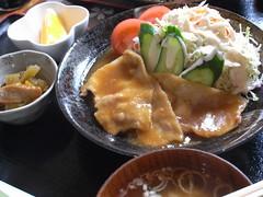フードスペース めぐみ「白金豚ロース生姜焼き定食」(980円)