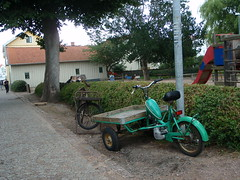 Flakmoppe (Julia.E.O) Tags: bicycle moped marstrand puch