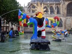 Paris (bm^) Tags: city travel urban paris france tourism fountain saint centre frankrijk pompidou phalle parijs stad stravinsky beaubourg nikidesaintphalle nikkidesaintphalle fontein 5photosaday dsch50