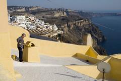 Pintor de teulades a Santorini (weindigo) Tags: santorini greece grecia isla illa cclades cicladas