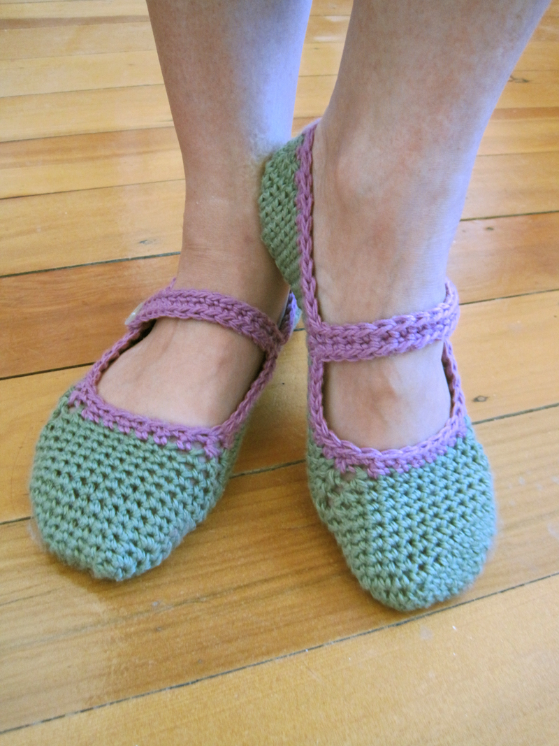 Crochet Patterns Slippers : Free pattern for crocheted Mary-Jane slippers The little house by ...