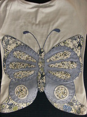 borboleta aplicada nas costas (by Pathy) Tags: colors quilt tshirts patchwork bordados algodo appliqu aplicao customizada customizao patchcolagem bordadosamo aplicaodetecido camisetascomaplicao tecidosestampados aplicaoemcamisetas customizaodebatinhas camisetascomaplicaes babylookscomaplicaes customizaodecamisetas camisetascustomisadas batinhascustomisadas bypathy camisetascomaplicaoemtecido blusascomborboletasnascostas customizaoemblusas