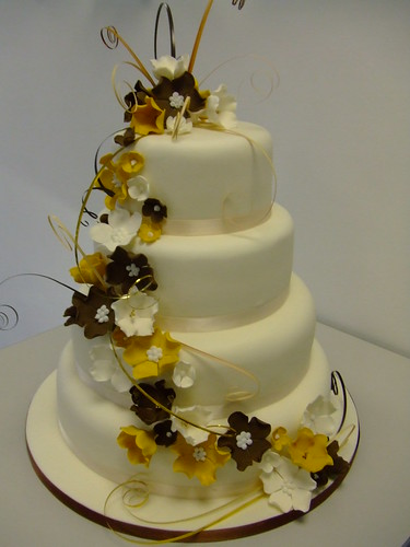 Autumn cascade by www.cakechester.co.uk