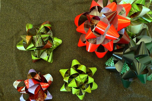 day 063: recycled magazine bows