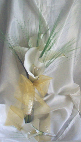*heather 249 po* brides bouquet/handtied with calla lillies/bear grasses and gold bling by you.