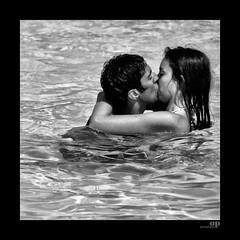 Wet Kiss (Osvaldo_Zoom) Tags: sea summer bw italy love wet water nikon kiss kissing couple manwoman lovers sicily d80
