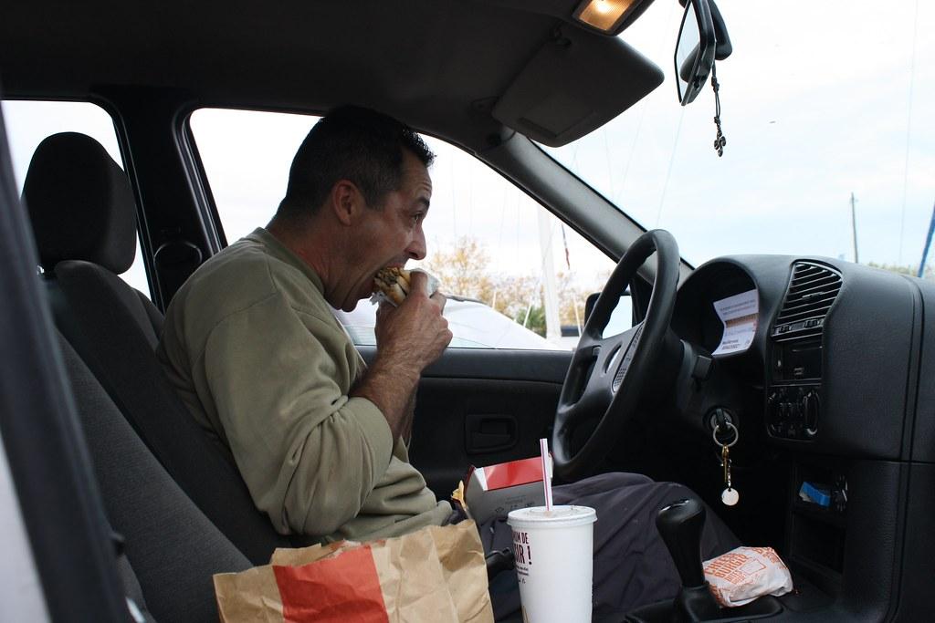 Beaucoup de travailleurs apprécient le calme des bassins, pour déjeuner au chaud, dans leur voiture. Photo CC