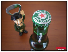 Alto a la Guardia Civil !! (Rober Martinez Photography) Tags: green beer bar heineken funny drink police policia guardiacivil tff1 rnoviembretr