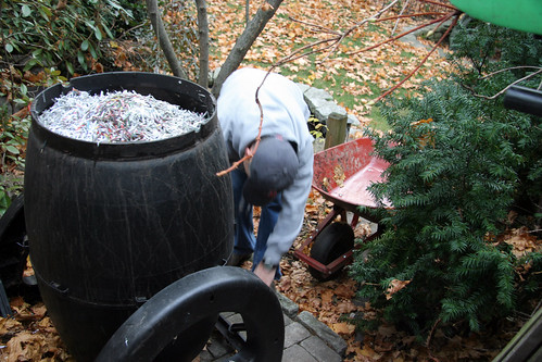 compost tumbler  with shredded paper