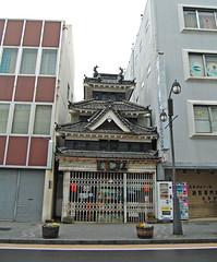 Contrasting Design - Matsumoto, Japan (JohannSchmidt) Tags: tower castle japan jo matsumoto nagano naganoprefecture  matsumotojo matsumotocastle hirajiro