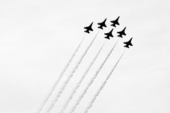 Thunderbirds (ep_jhu) Tags: bw silhouette canon airplane dc fighter aircraft smoke highcontrast lookingup formation airshow f16 american repetition falcon dcist thunderbirds airforce six usaf avión hc aviones jsoh andrewsairforcebase aafb andrewsafb jointserviceopenhouse originallytaken522111603