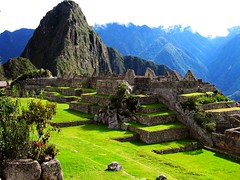 Cite de la sagesse Inca de Machu Picchu - Inca sage city of Machu Picchu (KimImago) Tags: travel green peru grass inca landscapes stones inka pierres machupicchu perou scenicsnotjustlandscapes worldtrekker peruvianimageshistoryculture worldwidetravelogue kimimago