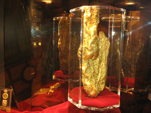 image of the world largest gold nugget free to see at the golden nugget hotel in las vegas