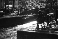 Summertime in the city (Vlien*) Tags: bw holland amsterdam bike reading lights thenetherlands citylife canals balckandwhite chilling dutchlandscapes noordholland leliegracht