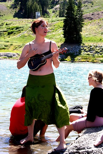 amanda palmer singing 'in between days' in her undies