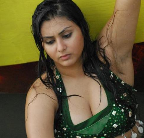 Glamour doll Namitha Kapoor pictures