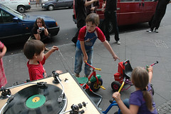 "kids concert • <a style=""font-size:0.8em;"" href=""http://www.flickr.com/photos/31503961@N02/3962444442/"" target=""_blank"">View on Flickr</a>"