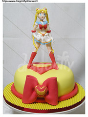 Sailor Moon Cake / Sailor Moon Bolo (Dragonfly Doces) Tags: moon anime girl cake pasta americana serena bolo meninas sailormoon usagi gumpaste