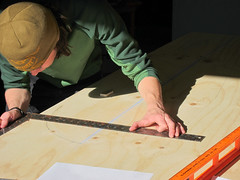 Greg marks a curve (phidauex) Tags: brad greg sam surfboard cncrouter phoenixasylum canons90