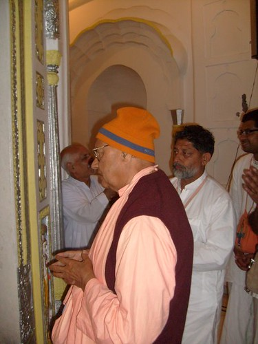H H Krishna Das Swami -0006 por ISKCON desire tree.