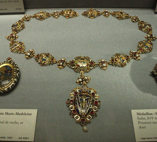 Crusifixion Pendant/Louvre Museum