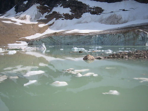 Mount Edith Cavell (by jodastephen)