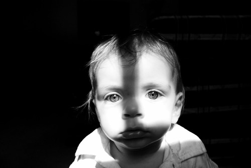 フリー画像| 人物写真| 子供ポートレイト| 外国の子供| 赤ちゃん| モノクロ写真|      フリー素材|