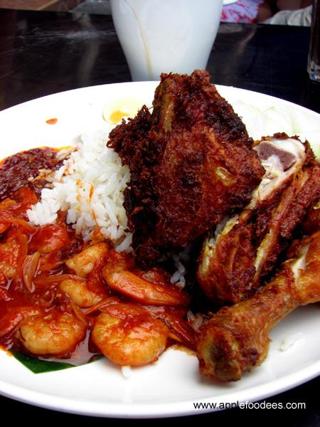 Nasi Lemak Goreng Ayam