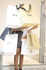 .. ❤ (Muneerah Ibrahim) Tags: love girl fashion canon shopping eos 2009 shopaholic 40d sara3