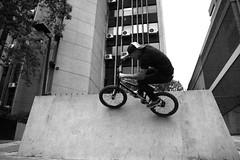 eduardo BOA wallride (Cae Oliveira) Tags: street brazil bike brasil bmx br bicicleta curitiba primo sampa sp rua trick paulo jam sao brand lotek cwb role virada manobra esportiva raideros elitebikes lotekbrand startbmx