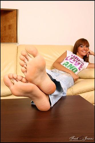 feet and body_Melany03 by bakatare2009