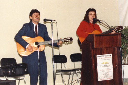 Laurel and Galo guitaring