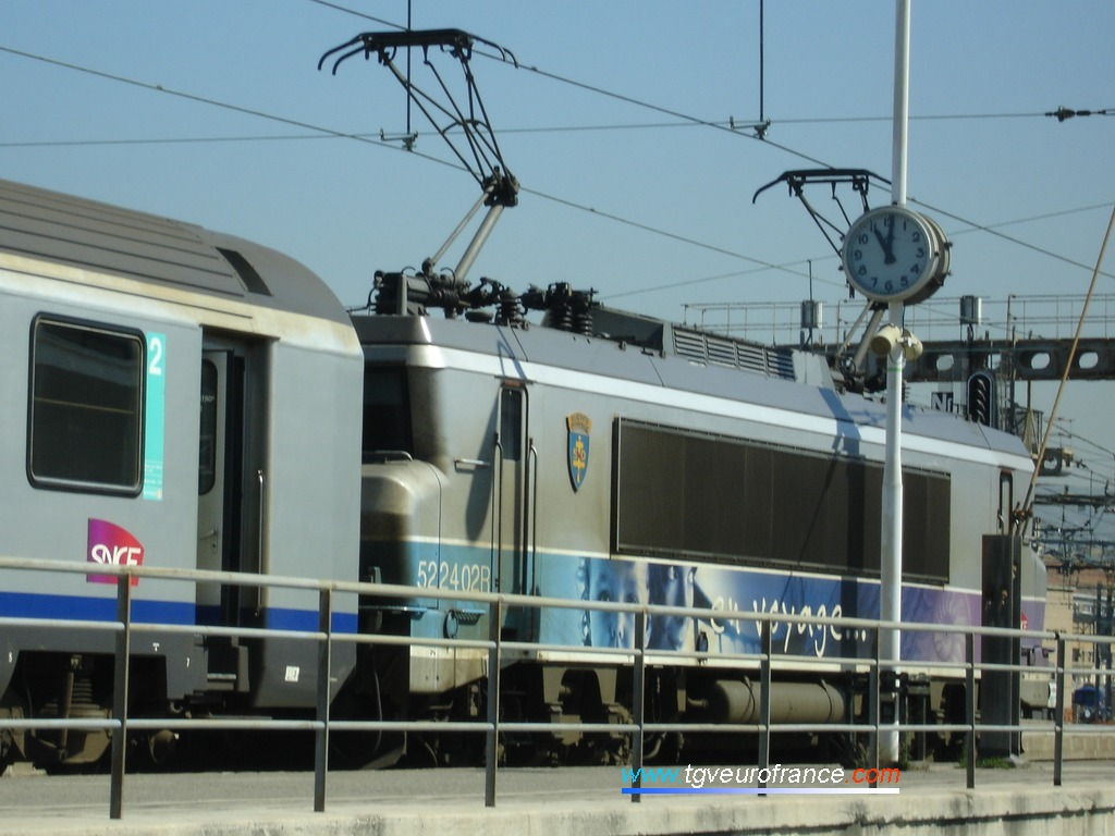A passenger train leaving the Marseille Saint-Charles station on May 7th, 2009