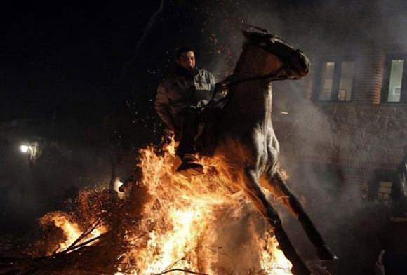 horses-through-the-fire-17