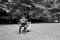 Ein Tag im Park XIV (onenil v2) Tags: bochum stadtpark schauspielhaus kodaktmax100 100tmx leicasummarit35mmf25 jungesschauspielhaus eintagimpark spurhrx3