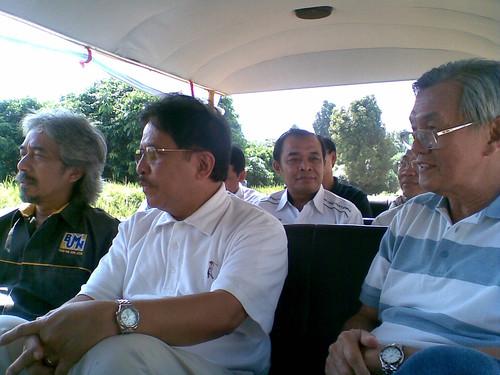 Dari kiri ke kanan: Gumilang H., Dr. Sofyan Djalil, Waluyo, Alhilal Hamdi, Budi Dharmawan.